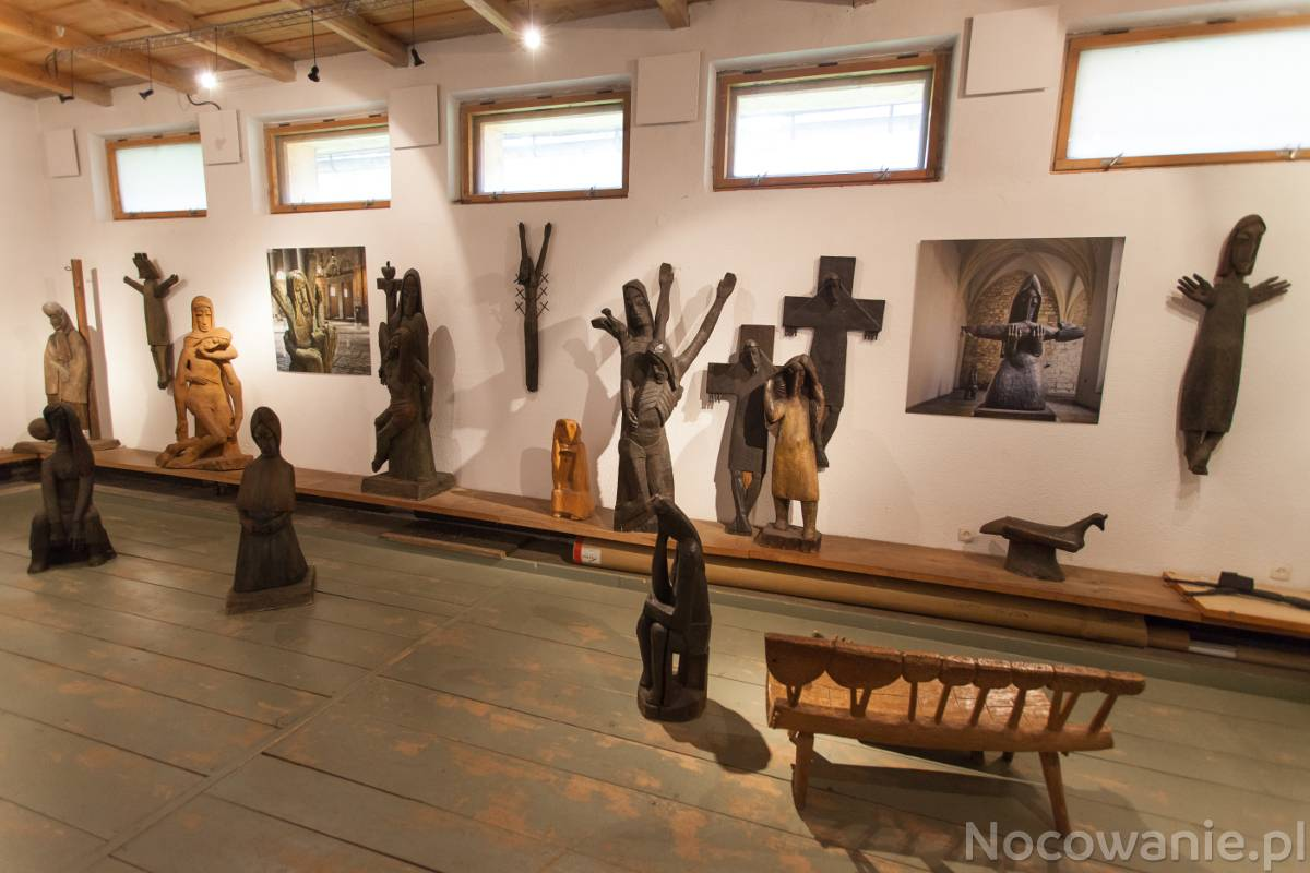 Letnie Warsztaty Rodzinne w Galerii Antoniego Rząsy:  Relief / Rzeźba w drewnie