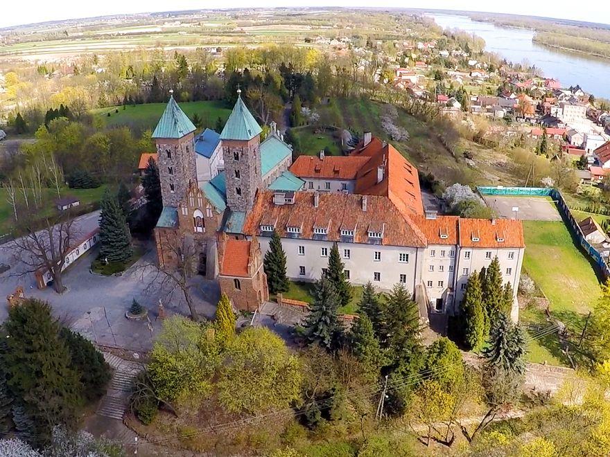 Klasztor w Czerwińsku nad Wisłą