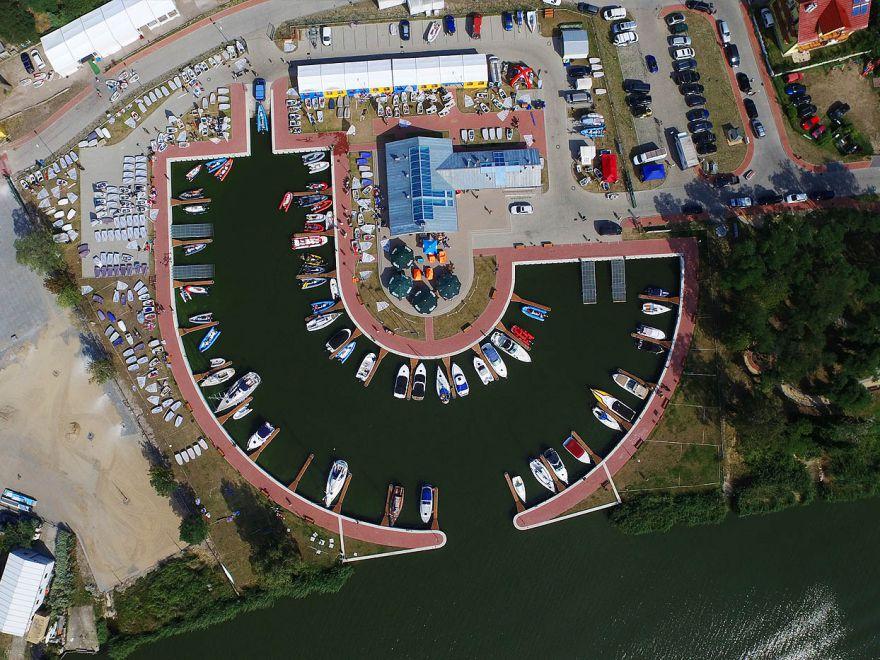 Marina, port, plaża w Dziwnowie