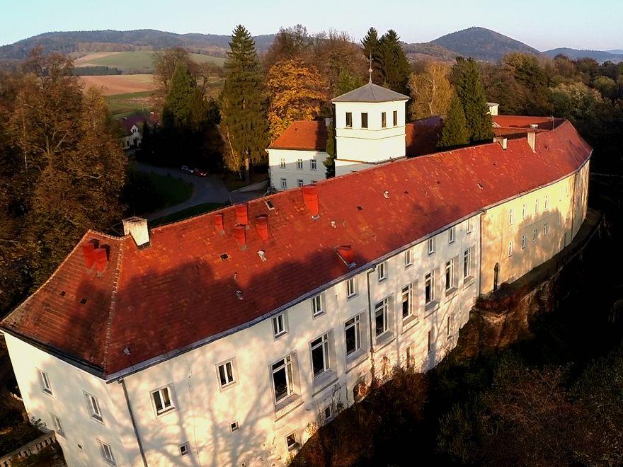 Pałac w Trzebieszowicach - Zamek na Skale