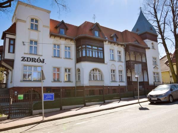 03728098afe3d9 Oborniki Śląskie, Noclegi w Obornikach Śląskich od 20 zł: kwatery ...